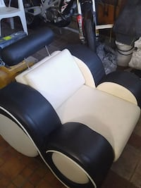 Leather sofa chair. New very unique design. Vaughan, L4L 3C3