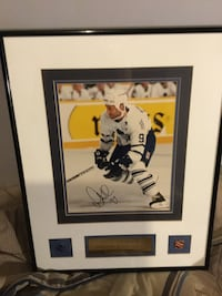 Doug gilmour signed pics with certified paper pickup only nice Toronto, M3L 2L5