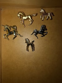Lot of Horse Broaches $9