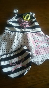 baby's white and black polka dot onesie Longueuil, J3Y 3Z8