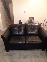 black leather 2-seat sofa Hyattsville, 20785
