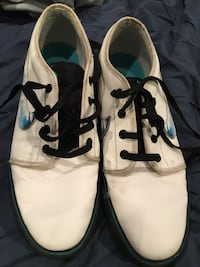 Nike N7 men's white leather shoes Burnaby, V5G 3X4