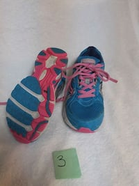 Girls Saucony runners size 3