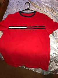 Authentic Tommy Hilfiger Spell out T-Shirt Size Men's small  520 mi