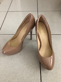Pair of brown leather heeled shoes Toronto, M3M 2R4