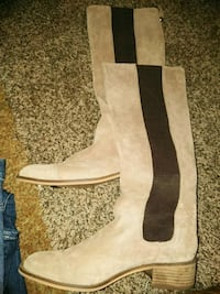 Mens size 11 suade boots from boot barn Port Arthur, 77642