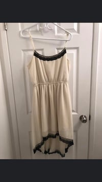 High-low off white dress with lace detailing in size 10 Burnaby, V5E 3C4