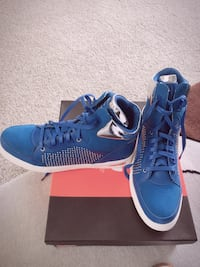 Brand new guess high top sneakers still in the box!!
