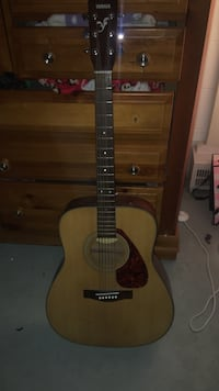 Brown yamaha acoustic guitar! This guitar is in great condition! It will come with a brand new pack of Earthwood strings! Message me if you have any questions. I'll be more than happy to answer them! :) Middletown, 21769