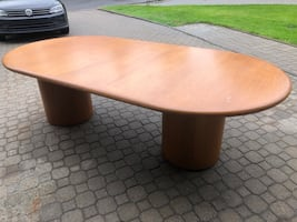 Conference ce table handle 8-10 personnes: size 8 x 4 feet