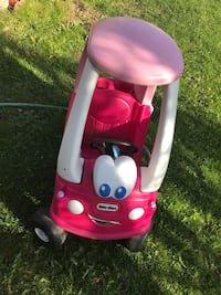 pink and white Little Tikes cozy coupe Laval, H7M 4N8