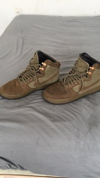 Air Force 1 high rare boots 2013 release size 10 Toronto, M4L 1Z4