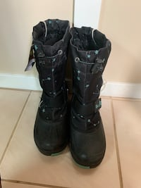 Child winter boots size 3 used Edmonton, T6L 3A5