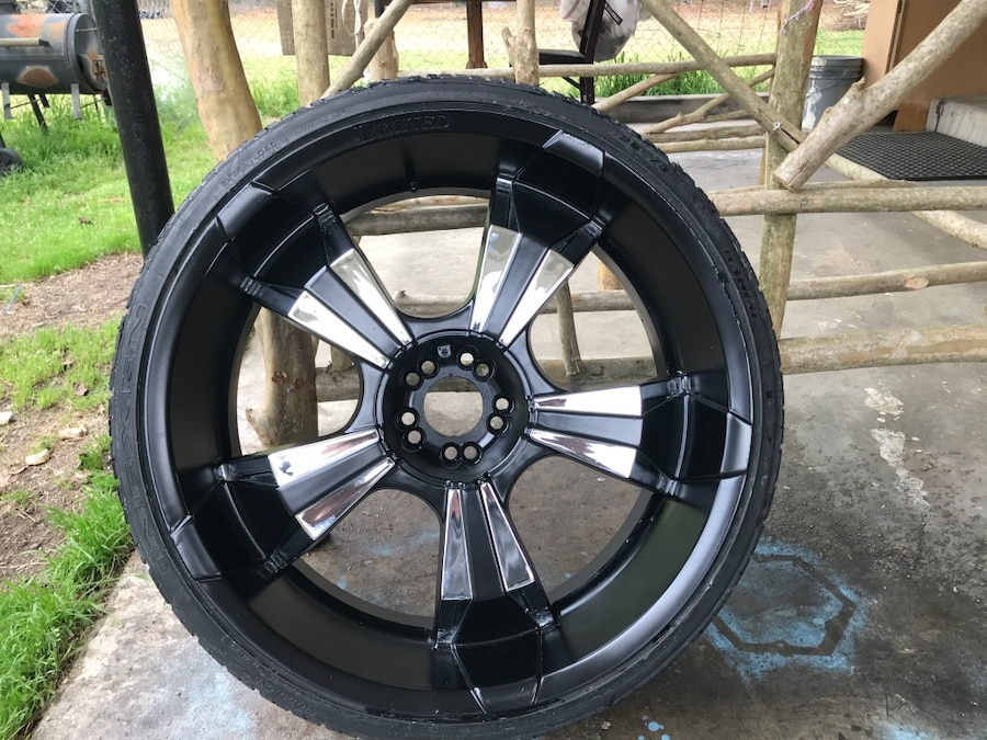 Photo Universal five lug small chevy rims with tires
