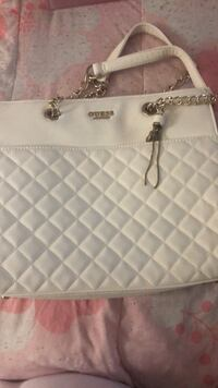 Quilted white guess bag Concord, 94520