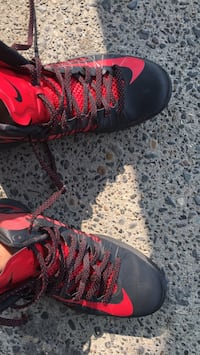 pair of black-and-red Nike basketball shoes Vancouver, 98682