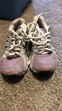 pair of gray-and-pink running shoes Davenport, 52802