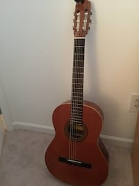 Classical acoustic guitar Chantilly, 20152