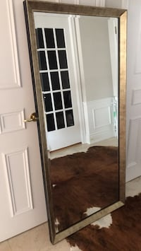 Beveled mirror in gold colour wooden frame Toronto, M2H
