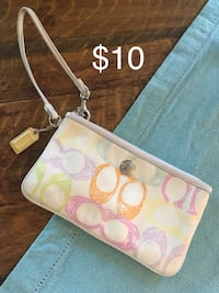 Pink and white coach wristlet Barrie, L4N 0M2