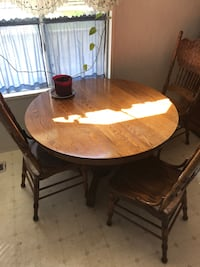 Oak table w/6 chairs and leaf low profile  Visalia, 93277