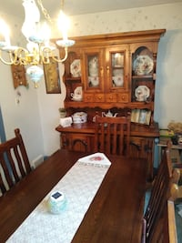 Dining room table, 6 chairs, buffet/hutch Ewing, 08618