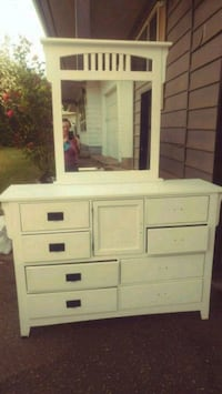 Dresser with Mirror Abbotsford