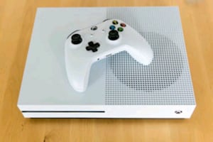 Xbox one S 500 GB With Controller Refurbished.