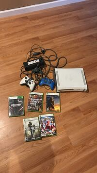 White Xbox 360 game console with 5 game cases Brookhaven, 11953
