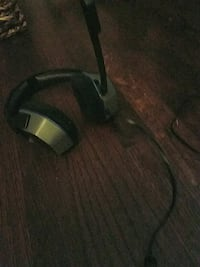 gray and black corded headset Los Angeles, 91331