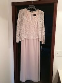 Beautiful mother of the bride dress NWT size 10 Niles, 49120
