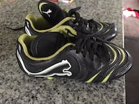 pair of black-white-and-yellow Puma cleats Brant, N3T