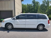 2014 Chrysler town and country Touring  Woodstock, 30188