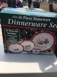 white and red floral ceramic dinnerware set box Deltona, 32738