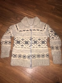 size small AUTHENTIC VINTAGE COWICHAN SWEATER