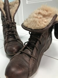 Pair of brown leather lace-up boots Cambridge, 02140