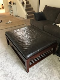 Coffee table. Cost Oak Park, 91377