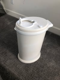 Diaper trash can by UBBI