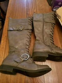 pair of brown leather boots Fort Wayne, 46805