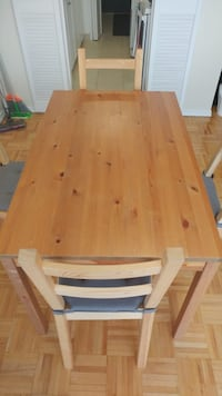 Ikea Dining table + 4 chairs 538 km
