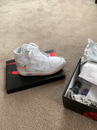 Pair of white air jordan basketball shoes with box 1696 mi