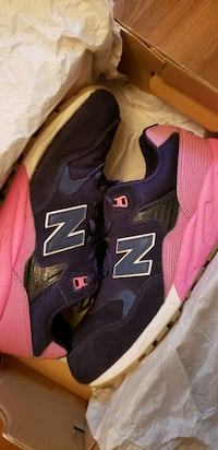 New Balance 580 Navy Pink Gum Glow sole