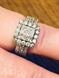 ENGAGEMENT RING AND WEDDING BAND SET: originally $7000+ 68 km