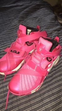 9.5 LeBron soldiers pink and white men Merritt Island, 32952