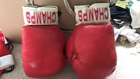 two red and black boxing gloves Newmarket, L3Y