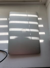 2015 MacBook Air works great comes with box and charger  Bakersfield, 93306