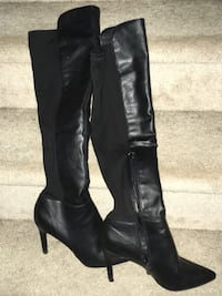 Pair of black leather knee-high boots Innisfil, L9S