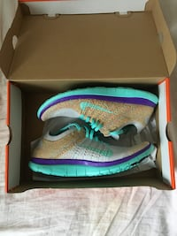 New men's nike flyknit running shoes! size 10