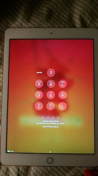 Apple iPad 10 32 GB and comes with an apple pen Cleveland, 44103
