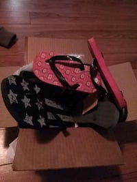 Box of new flip flops Wyandotte, 48192